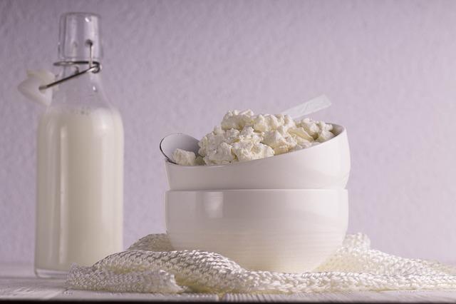 mléko a tvaroh.jpg