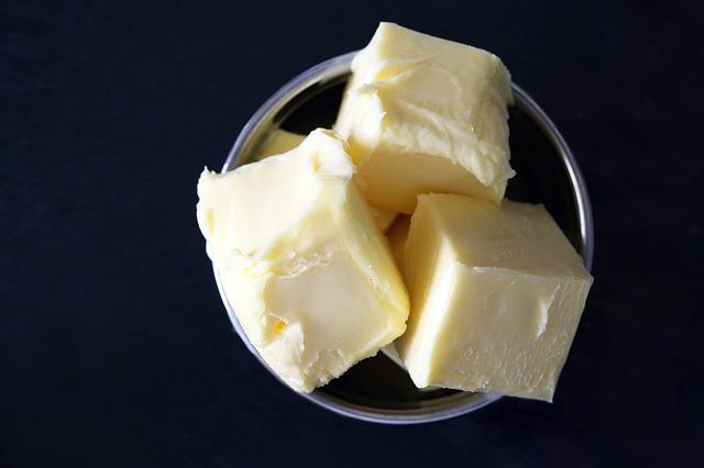 máslo v misce.jpg