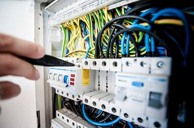 instalace elektrických rozvodů