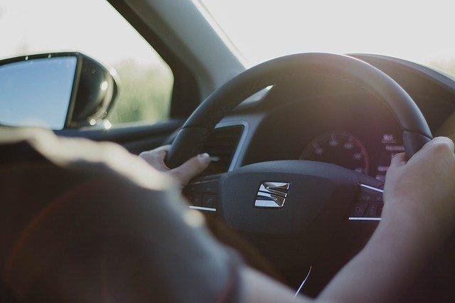 osoba za volantem.jpg